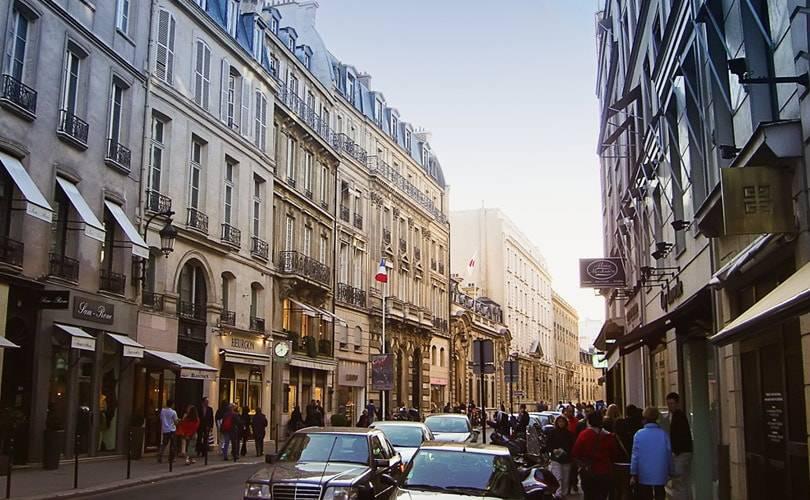 Paris: les boutiques de luxe du Faubourg Saint Honoré ouvriront le dimanche, mais pas avant le 1er avril 2016