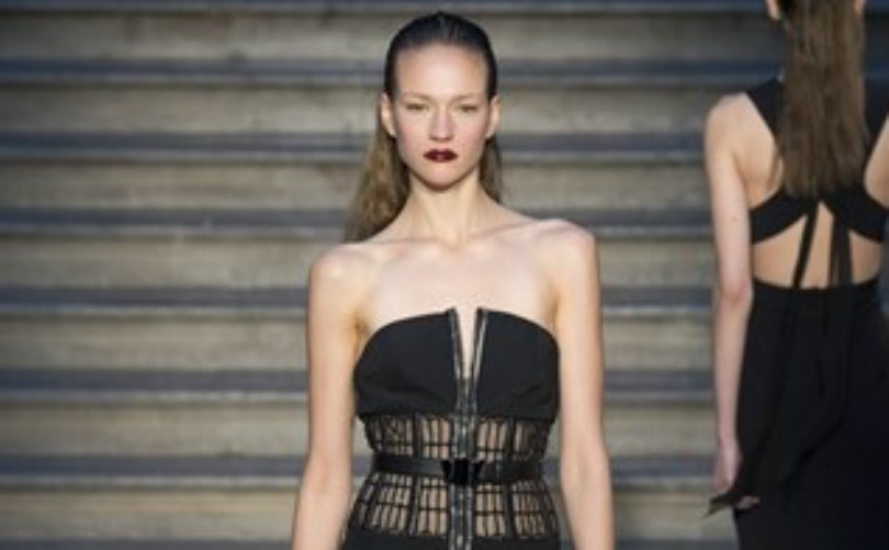 Fashion Week : Julien Macdonald s'empare des joyaux de la Couronne