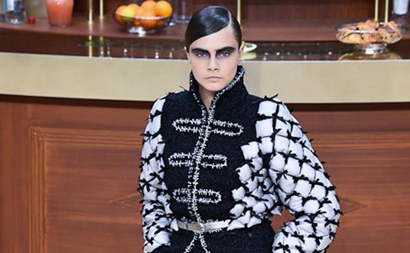 Chanel joue la carte de la brasserie parisienne alors que Vanessa Seward  présente une élégance sage b26a8bd1ee7