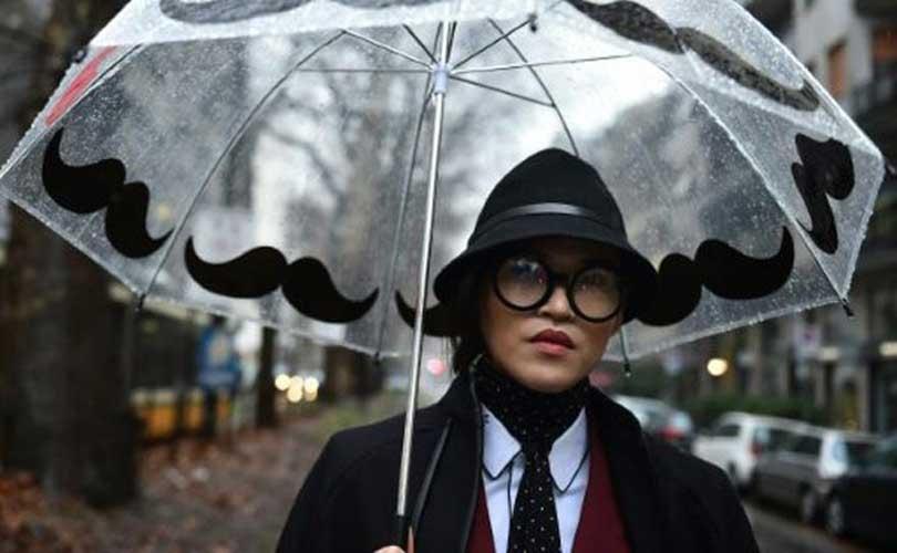 Pas d invitation   Peu importe  pendant la semaine des défilés à Milan, le  monde de la mode fourmille aussi d idées et d aspirants stars dans les rues. ad1cdc64e60c