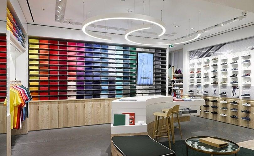 lacoste lance un nouveau concept de magasin. Black Bedroom Furniture Sets. Home Design Ideas