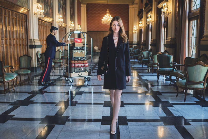 """The Perfect Parisienne"": douce ironie dans le nouveau film de Roger Vivier"