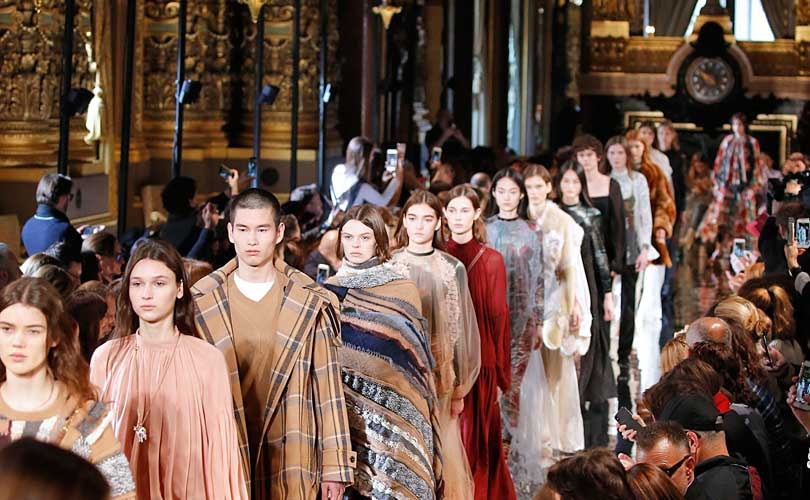 Fashion Week: Sacai dépareillé, Stella McCartney entre classicisme et kitsch