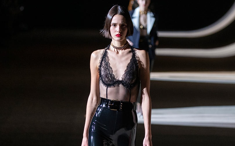Paris Fashion Week : eighties sexy et évolution chromatique chez Saint Laurent