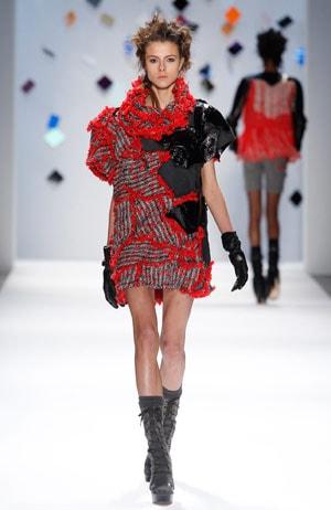 fashion week la querelle s 39 intensifie sur les calendriers. Black Bedroom Furniture Sets. Home Design Ideas